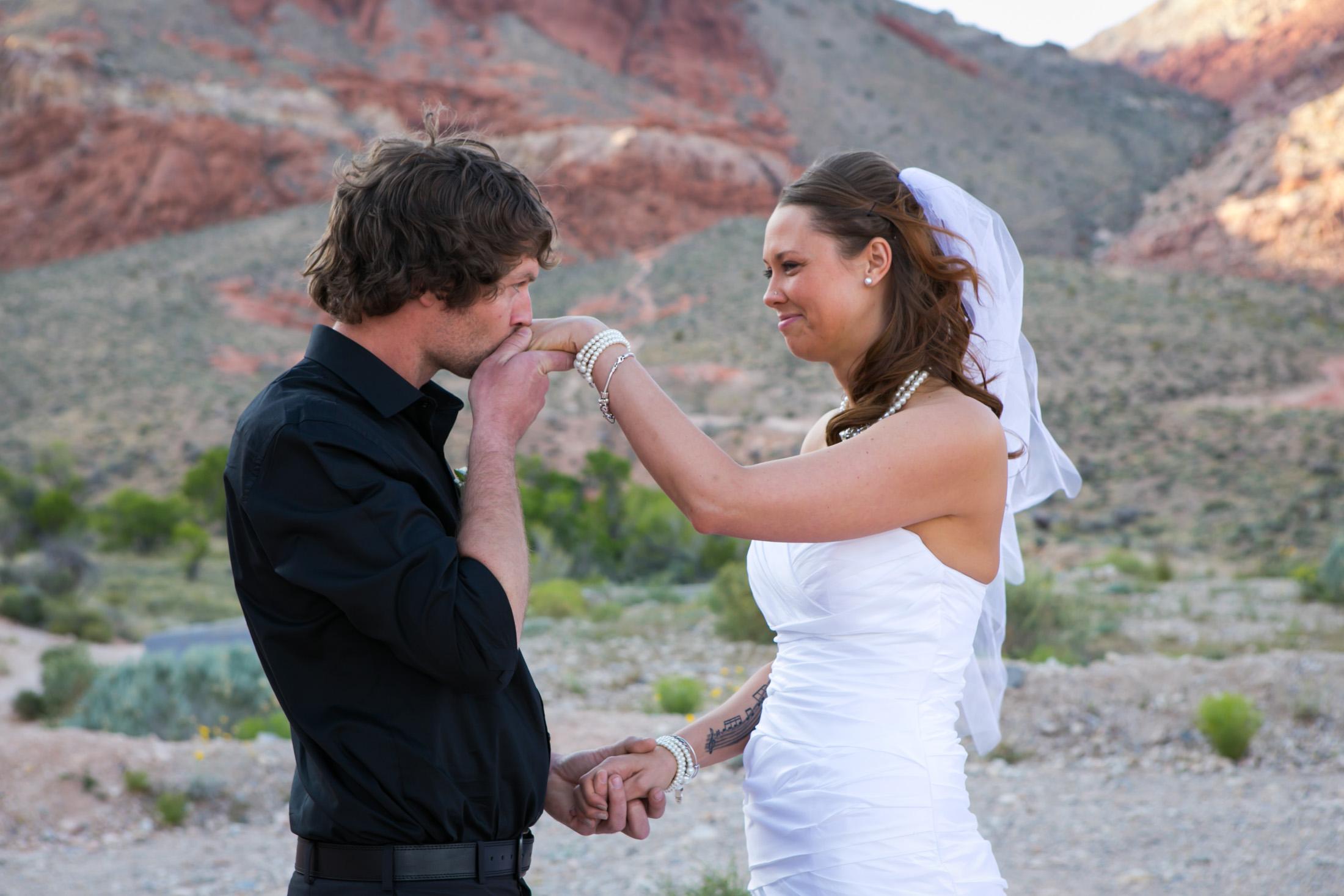 Las Vegas vow renewal at Red Rock canyon