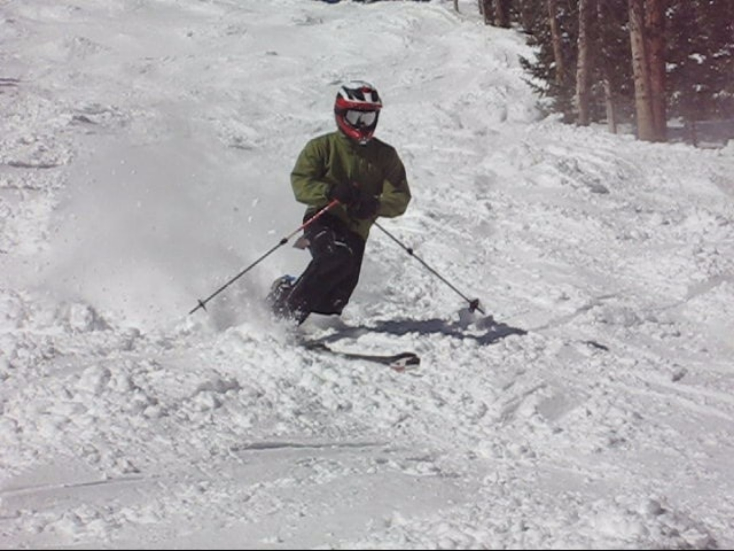 Individual with a below knee amputation carving up the slopes on his telemark skis.