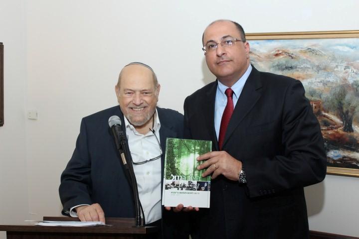 AFYBA President Arthur Alexander presenting a book about the 75 year history of Yeshivot Bnei Akiva to host Ambassador Ido Aharoni