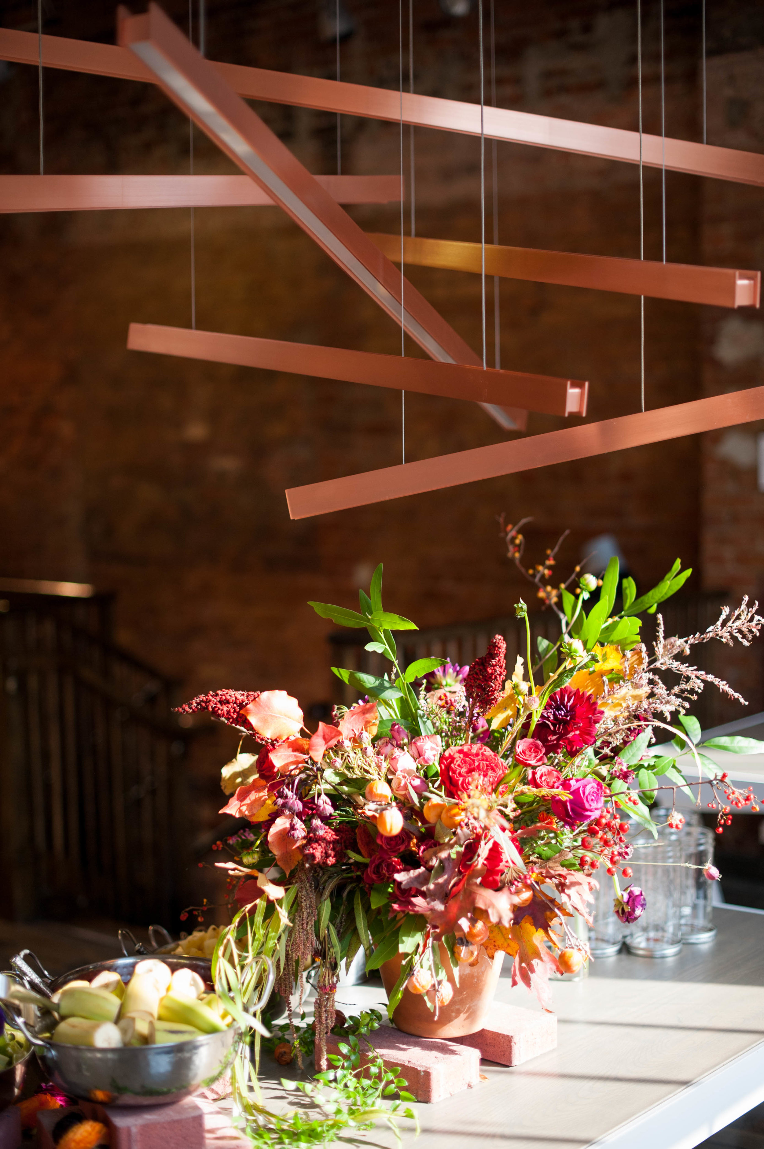 Flowers by  Darling & Daughters @darlinganddaughters adorn the build your own smooth bar by @greenheartjuiceshop.
