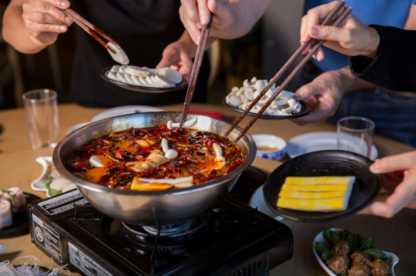 The Changs spend their Thanksgiving holiday with a morning spent skiing and a family hot pot in the evening.