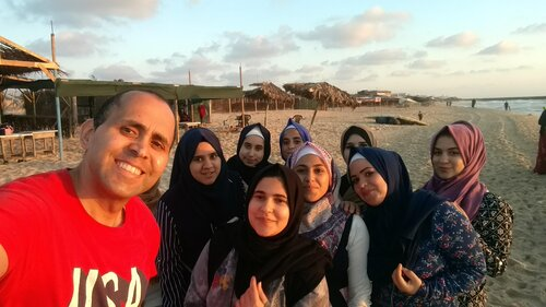 Image: Hani and his nieces in Gaza