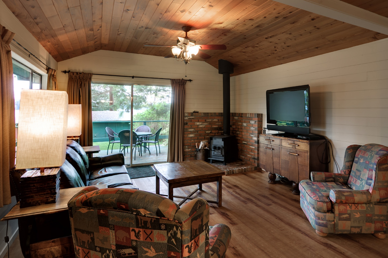 CABIN 7 - Four Bedrooms  Large living and dining room, great for families or a group. From $259-$315