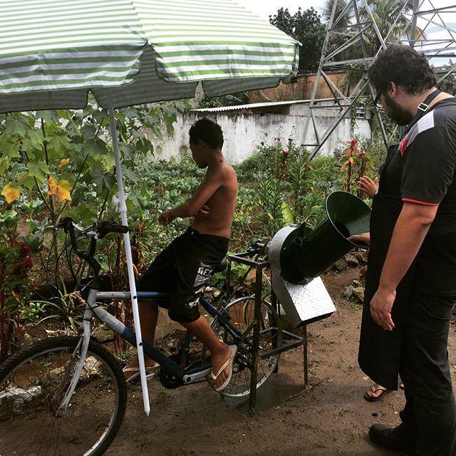 Papa-galhos sendo estreada pela comunidade na Horta Bons Frutos! #hackathondahorta #labxsantista #procomum #brazilfoundation #brasilpossivel