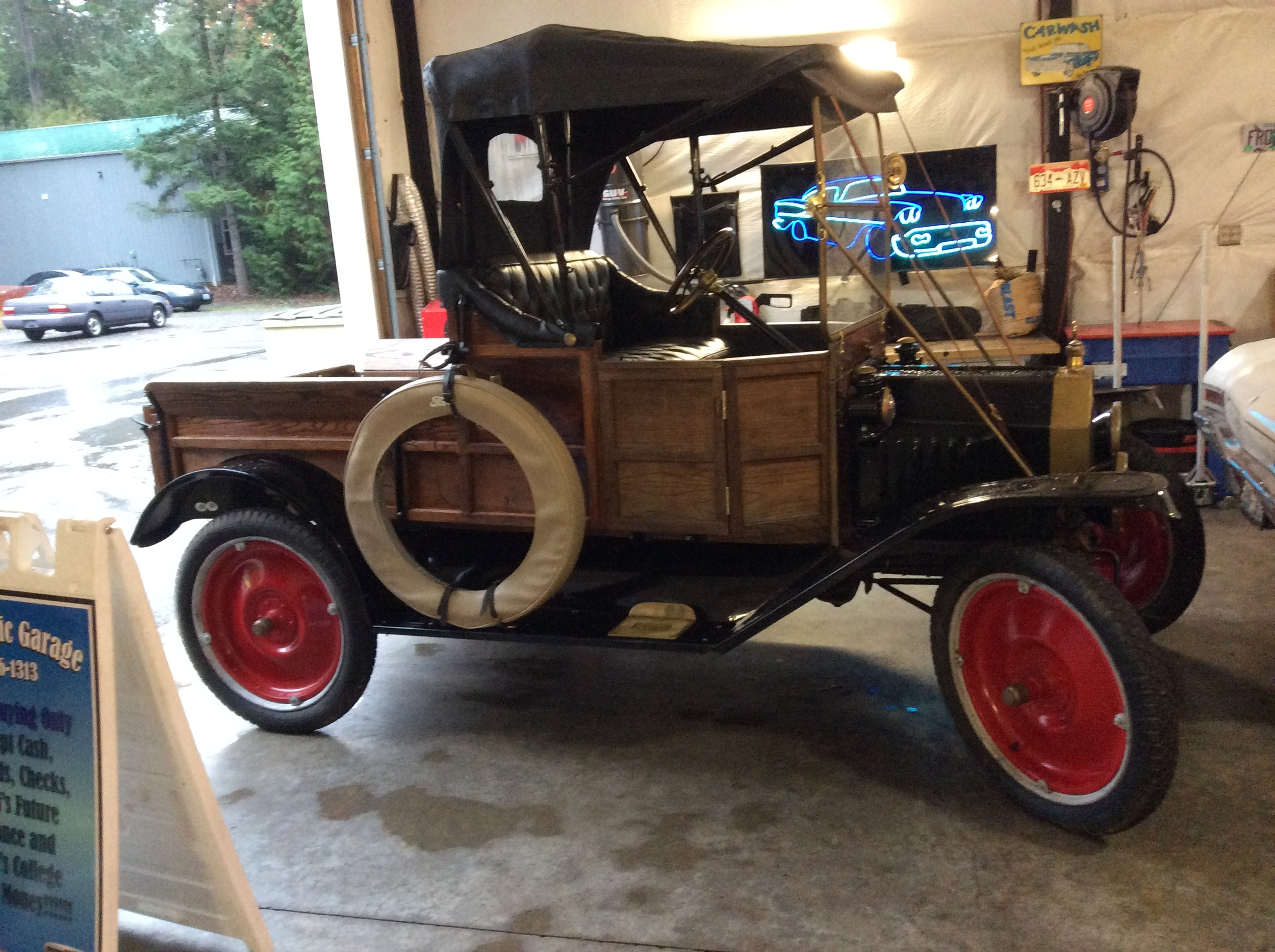 "1917 Ford Model T<div class=""sold"">sold</div>"