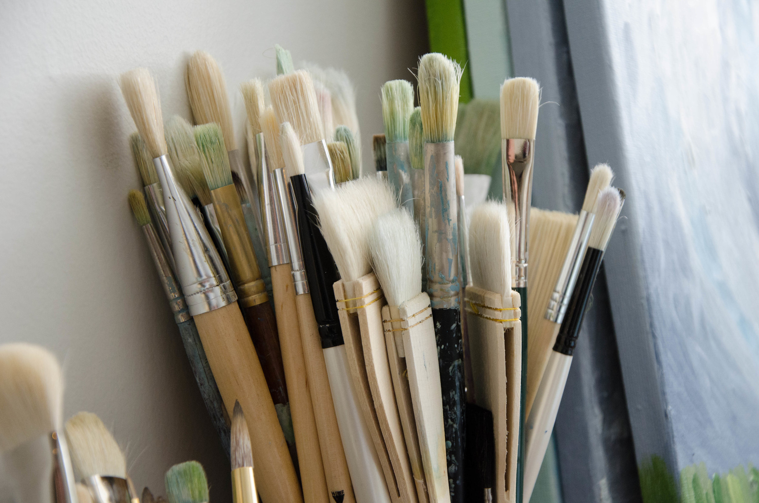 marysia-champ-art-studio-process-supplies-paint-brushes-canvas