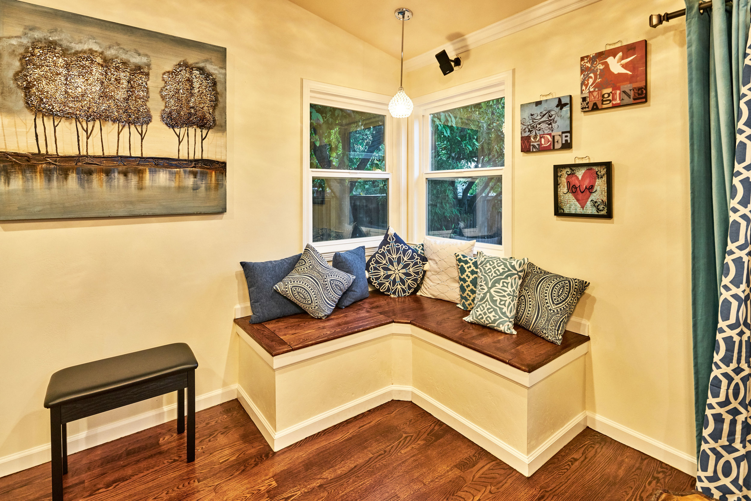 CORNER WINDOWS TO ACCENTUATE BENCH NOOK