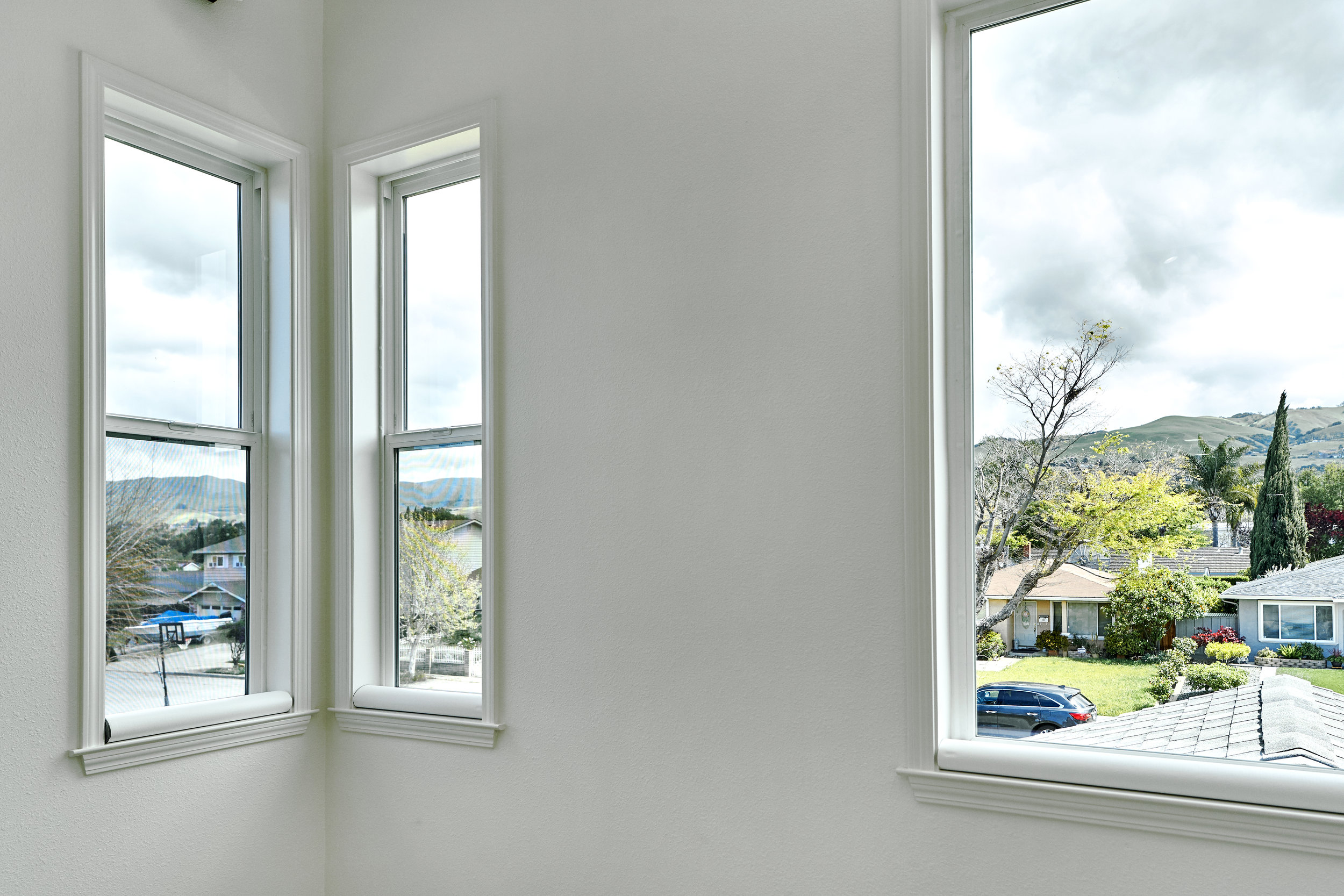 Corner windows to create and highlight the view.