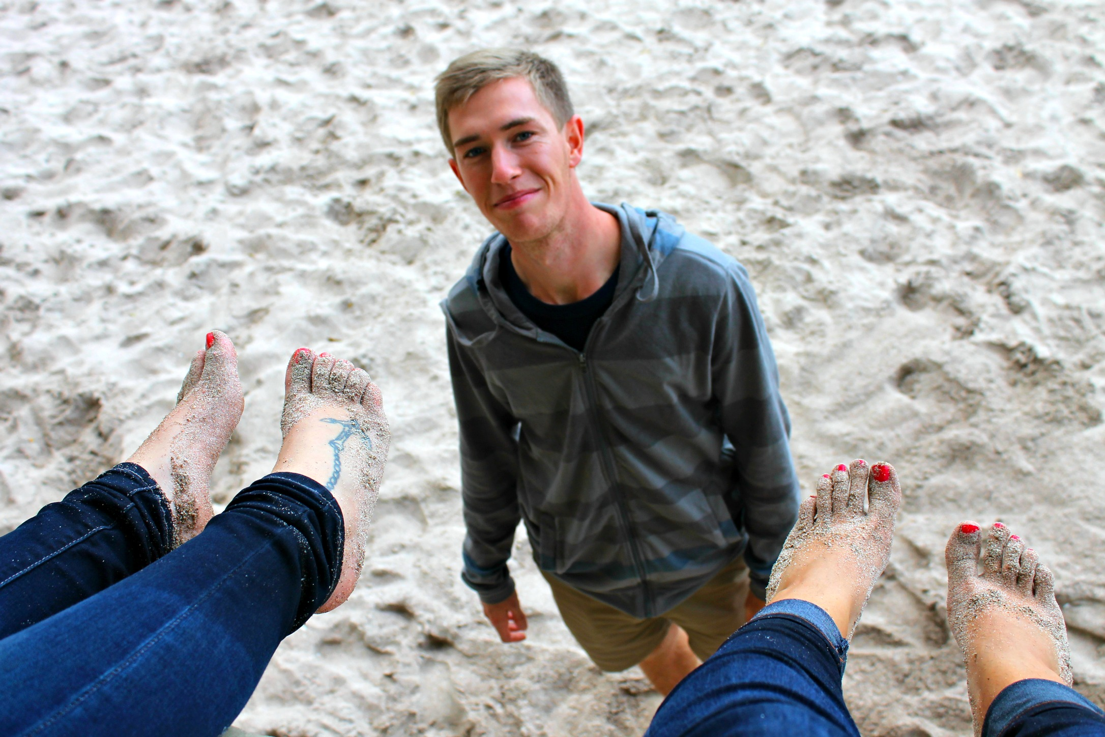I mean...look at those cute Lindsey feet and that S smile