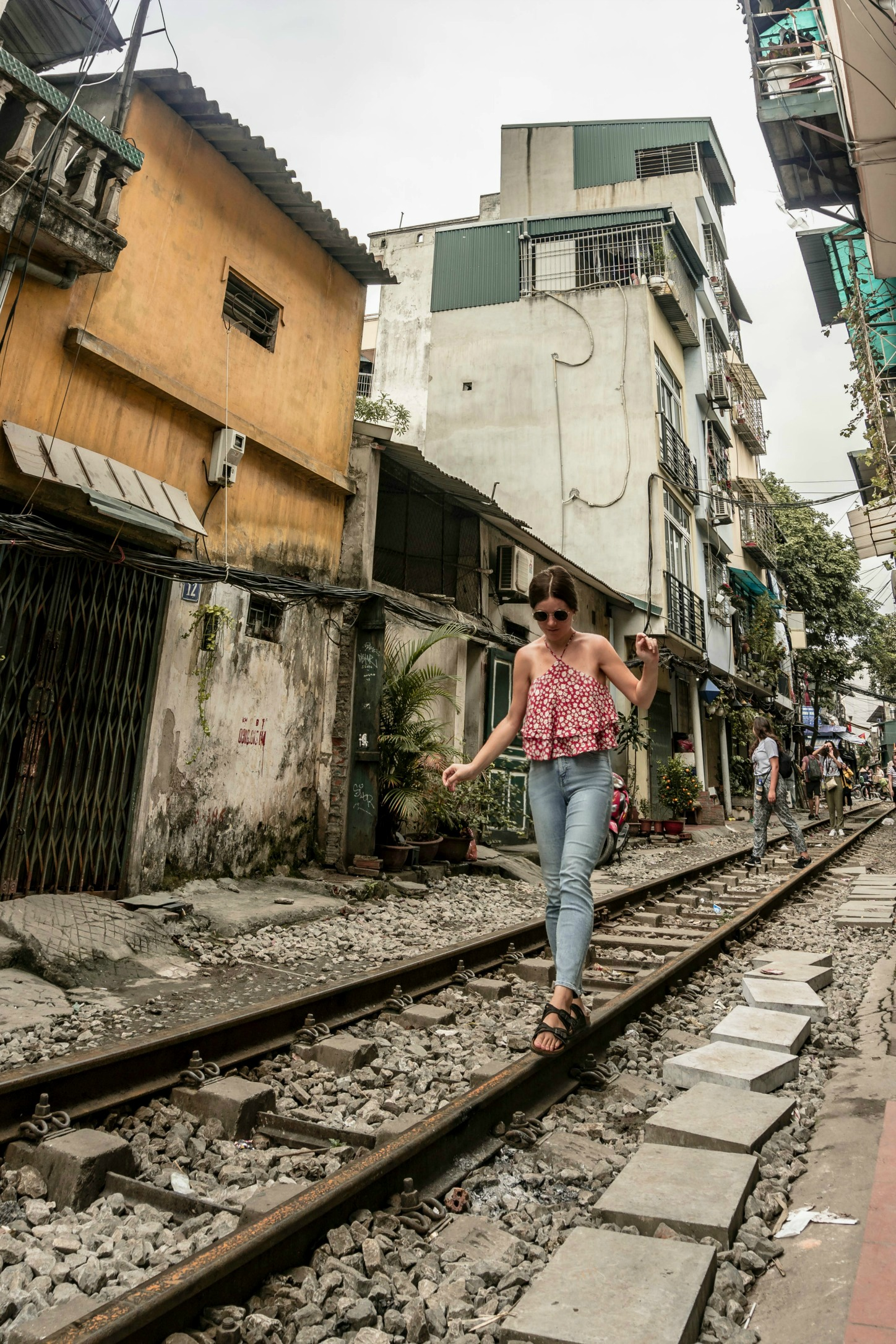 a guide to Hanoi's Train Street: where to find it, when to go, +