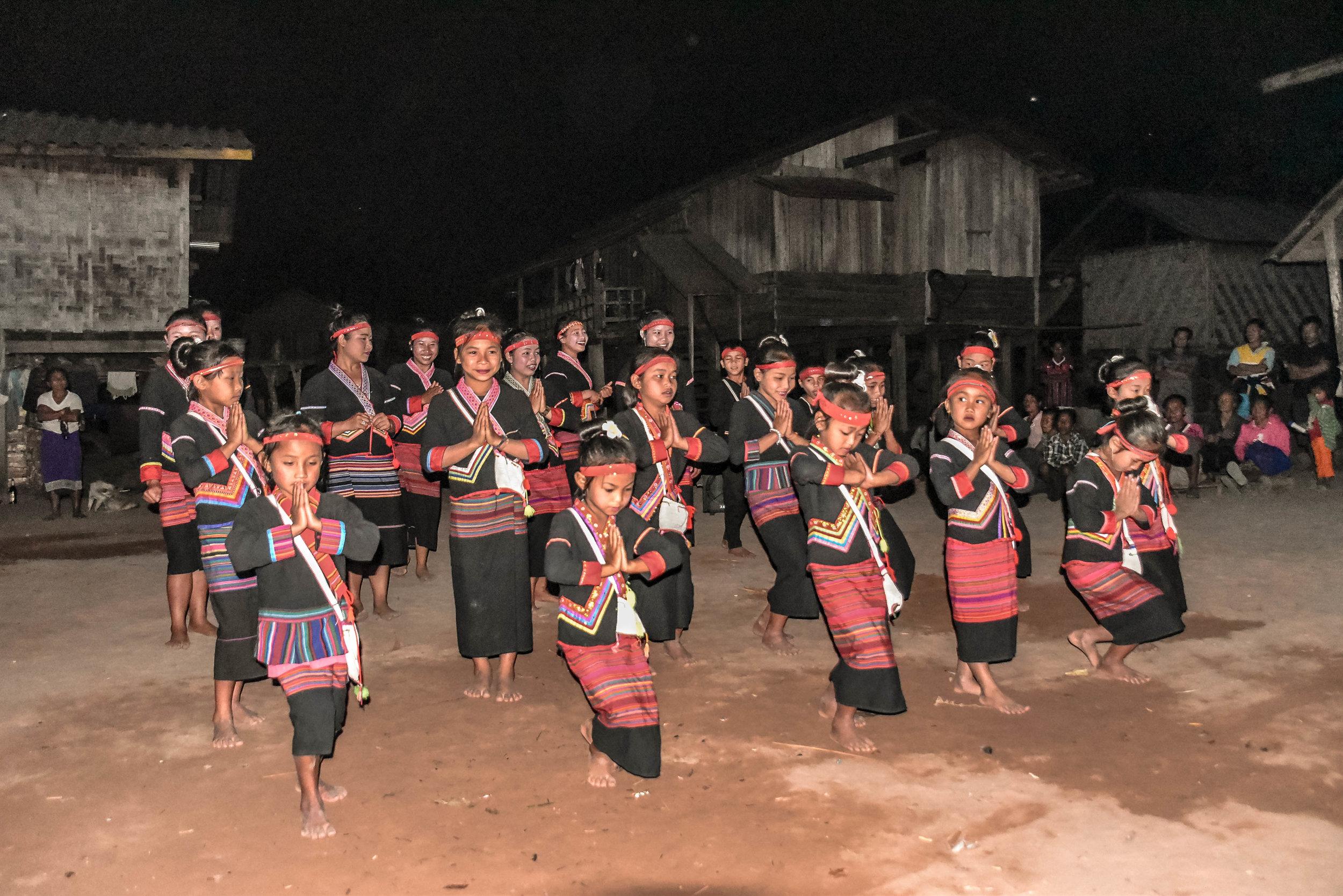 KHMU DANCING
