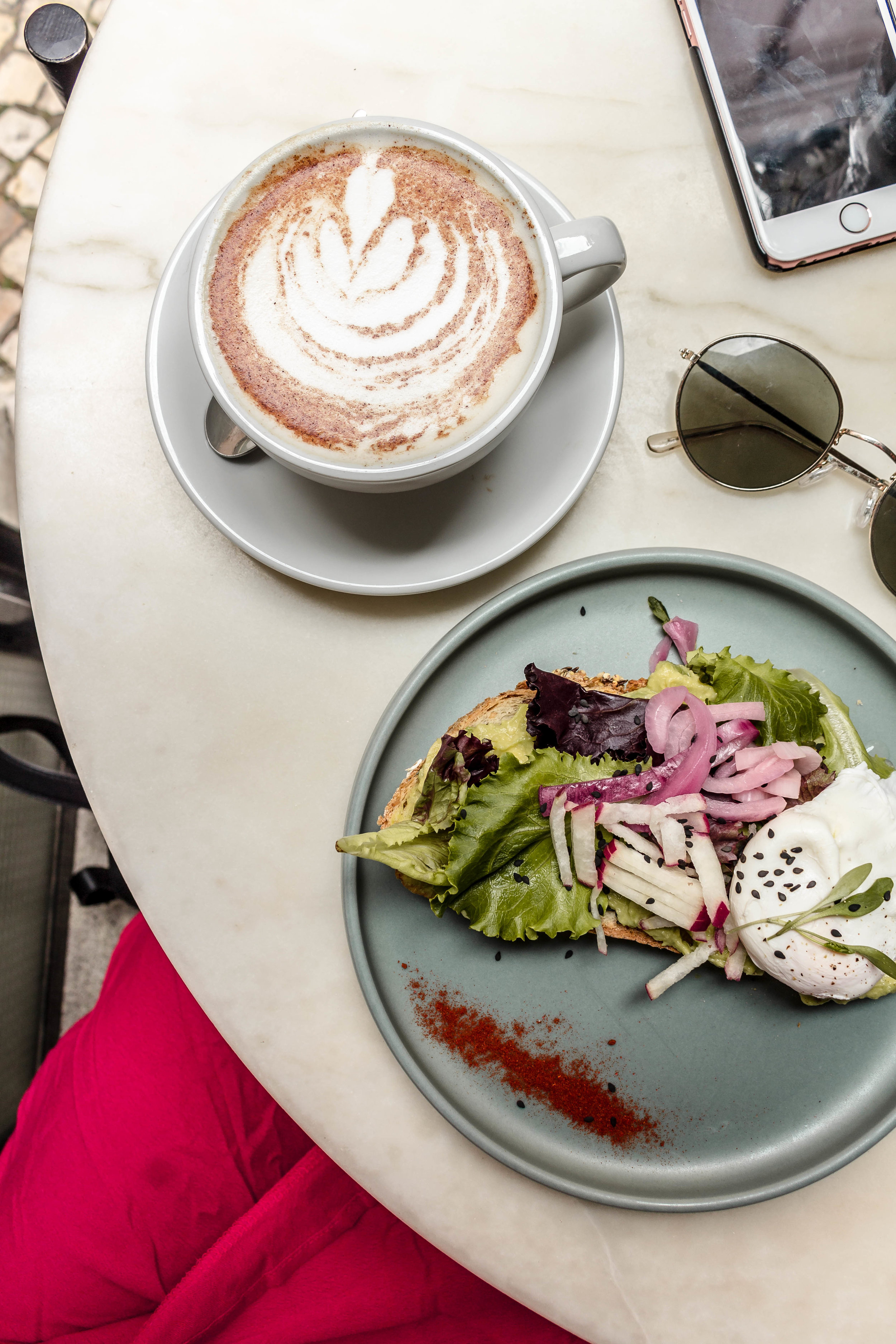 a café guide to Lisbon, Portugal: the coolest coffee shops + brunch spots in Lisbon