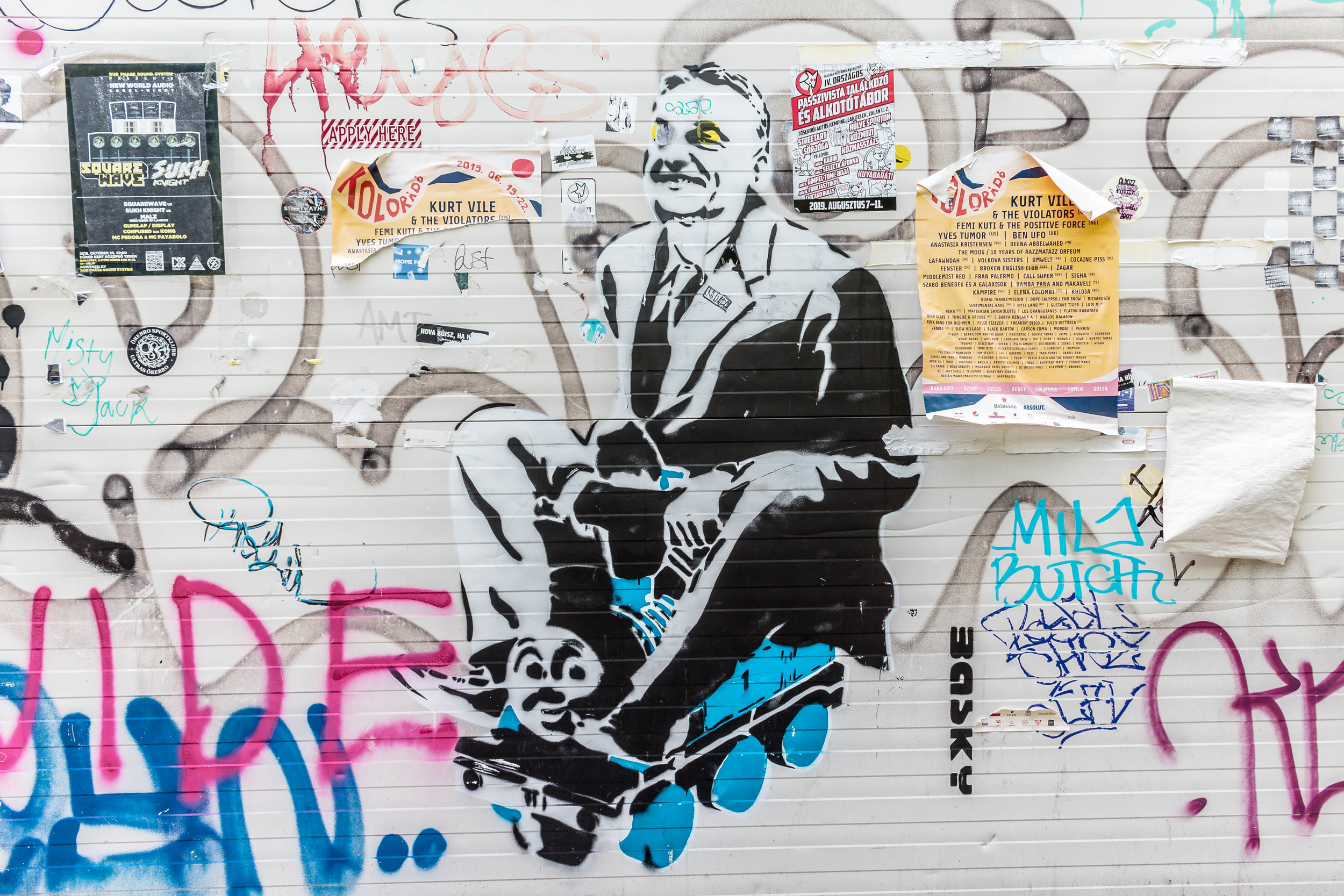 where to find the best street art + ruin pubs in Budapest: a locally-led tour with BudapestFlow in the Jewish district