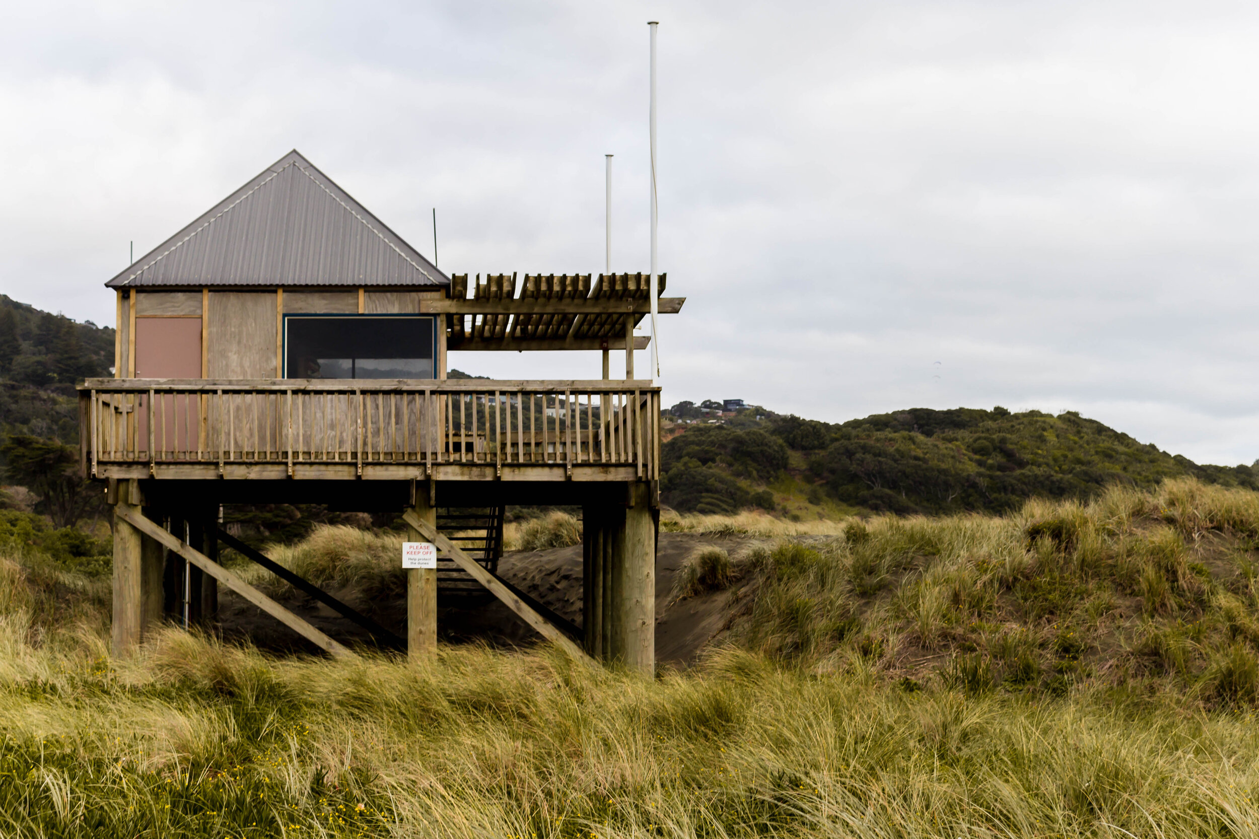 where to stay on New Zealand's west coast: my AirBnB studio stay in Muriwai Beach