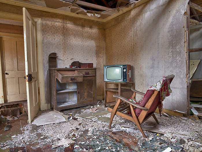 Television-Set-Isle-of-Scalpay-2012-Ian-Paterson.jpg