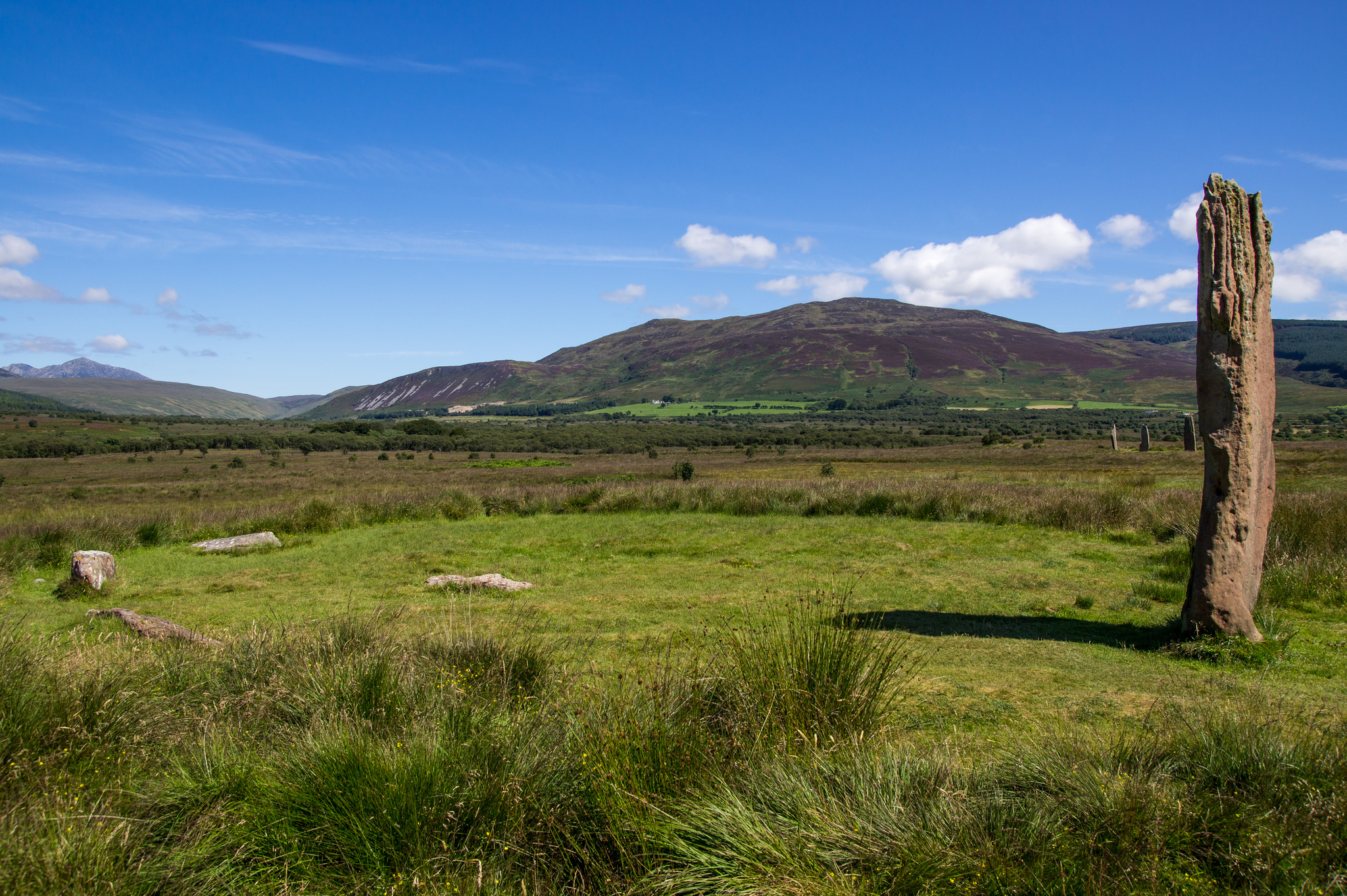 Machrie Stone Circle. Image https://www.flickr.com/photos/user-colin/8925070111/ CC 2.0