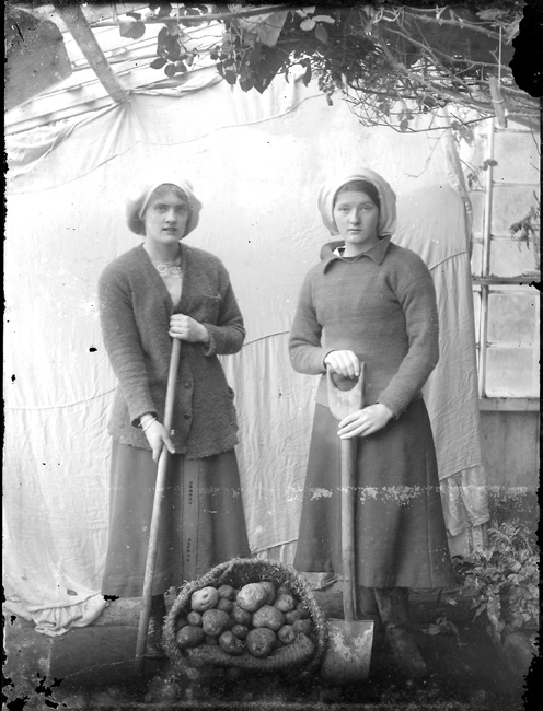 Yarta and Ida Saxby of Halligarth House 'Digging for Victory', Baltasound, Unst, Shetland, during the First World War. Photograph copyright National Museums Scotland.