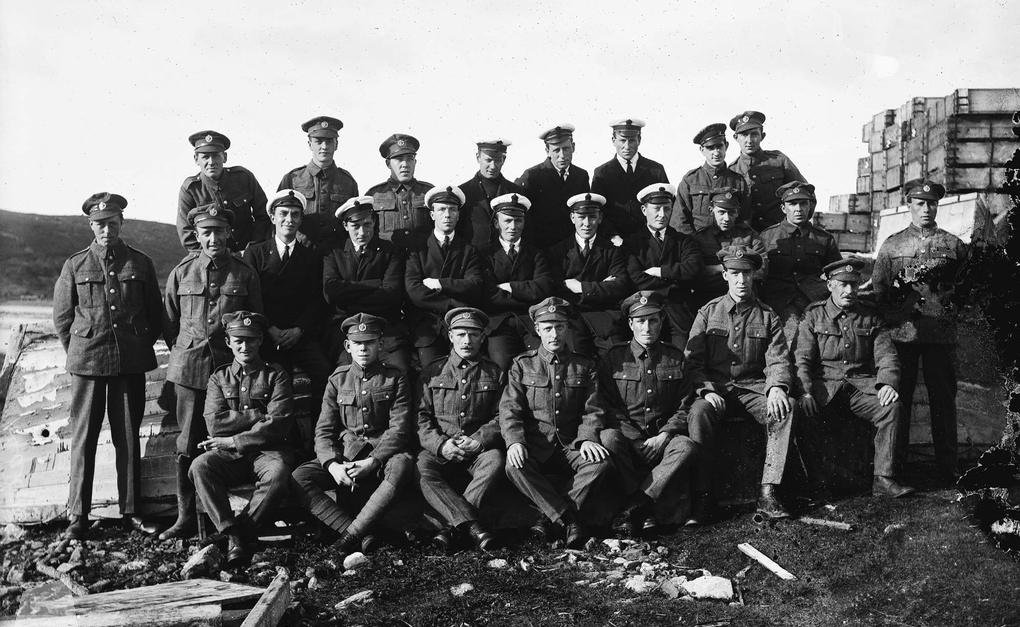 Naval and Royal Flying Corps personnel at Catfirth, Shetland