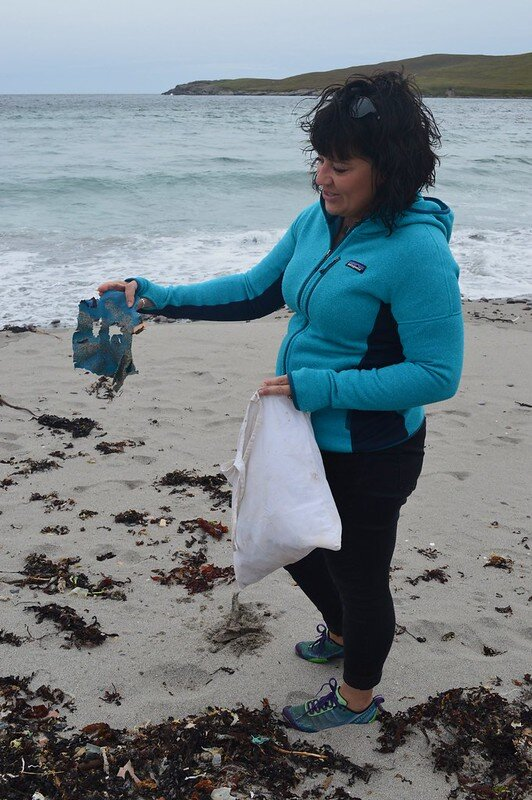 Taking part in a #2minutebeachclean