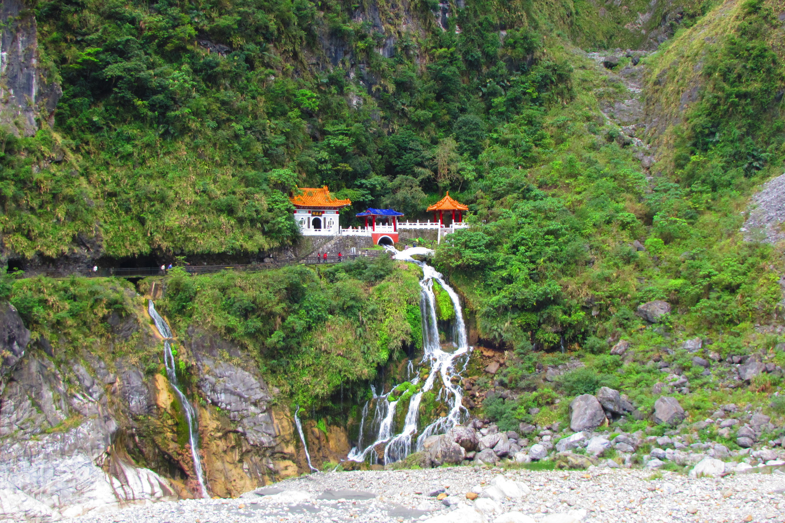 Temple in the mountains in Taroko Gorge