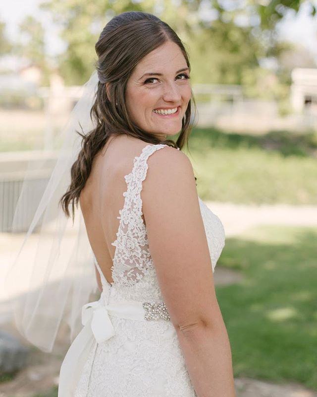Here's a little #fridayintroductions to start your day! My name is Amanda and I love to make magic happen. That's what I do when a bride hires Grace in the Details! Here are a few fun things about me:  1. I got married in May and planning my own wedding was the greatest! It was the 20th wedding I planned and thought it was the most perfect way to celebrate this mini-milestone!  2. Guacamole is my favorite food. Strawberry ice cream is a close second!  3. I love having fresh flowers around my house, but can't seem to keep anything alive more than a week.  4. I love chai lattes. My favorite coffee shop is @Betterbuzz in San Diego and I've searched high and low for chai better than theirs but they simply have the best! What's your favorite coffee shop? Let's meet up there and try the chai!