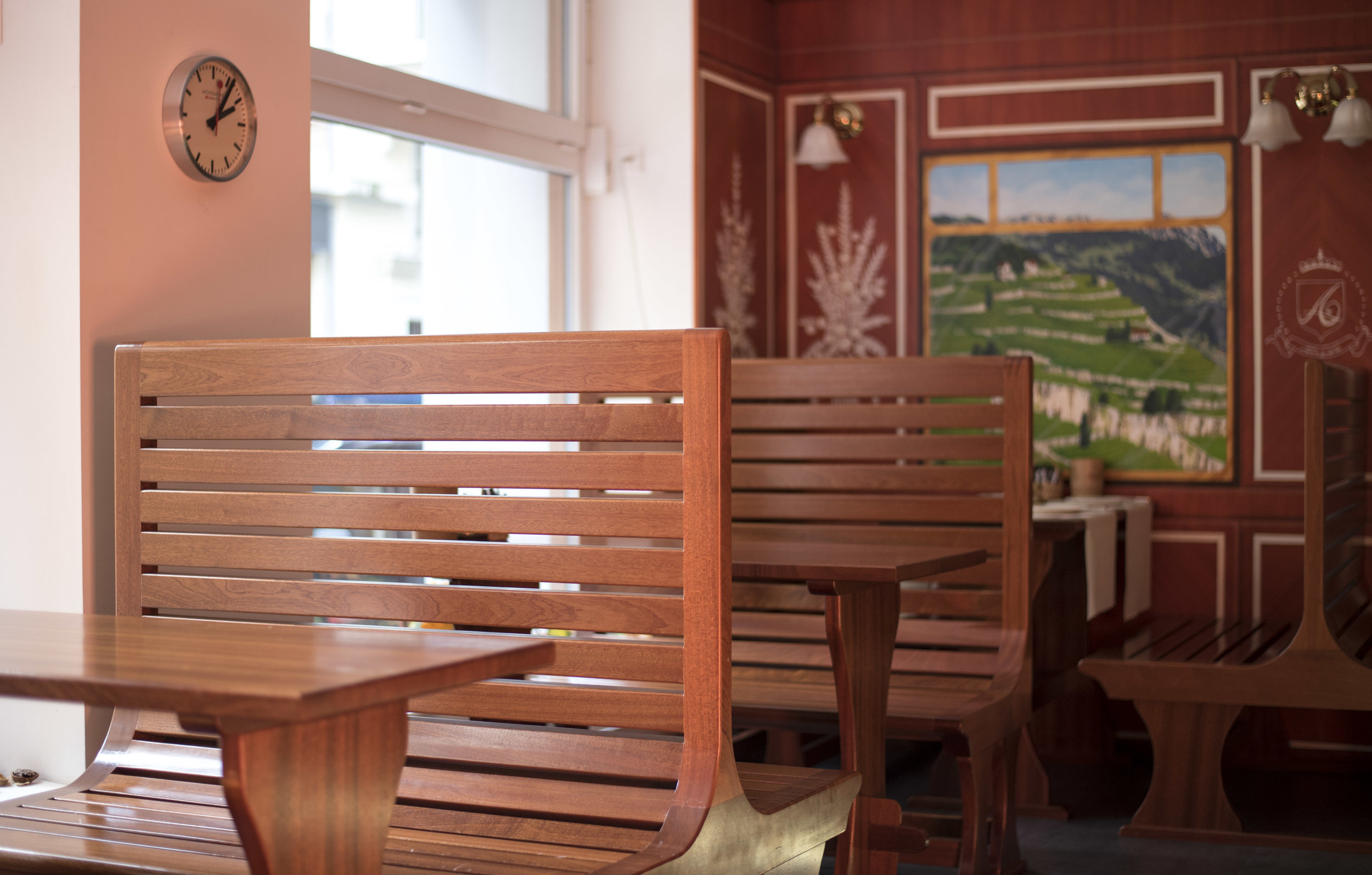 Retro dining booths.