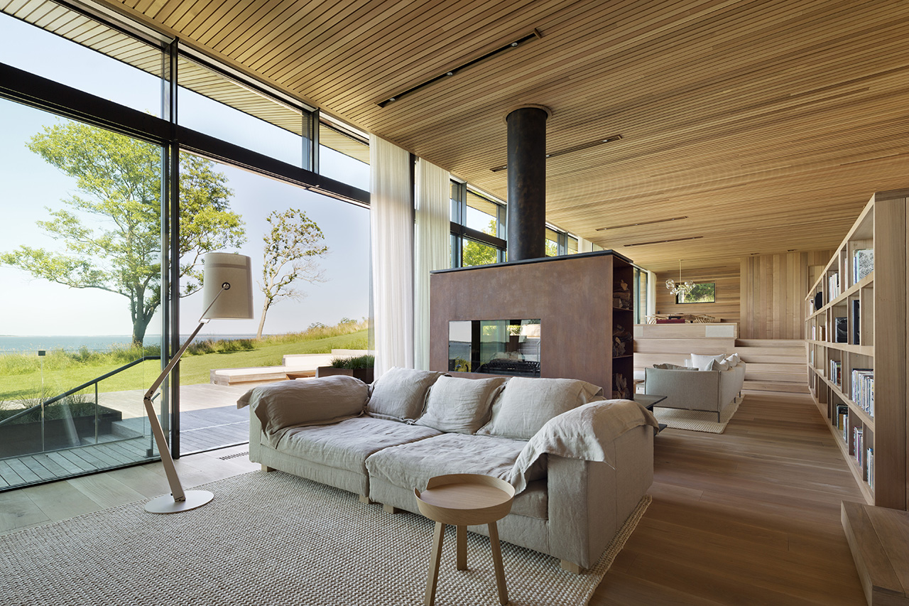 Contrasting vertical and horizontal layering of the wood planks allows the ceiling, wall and flooring to be distinguishable from one another.