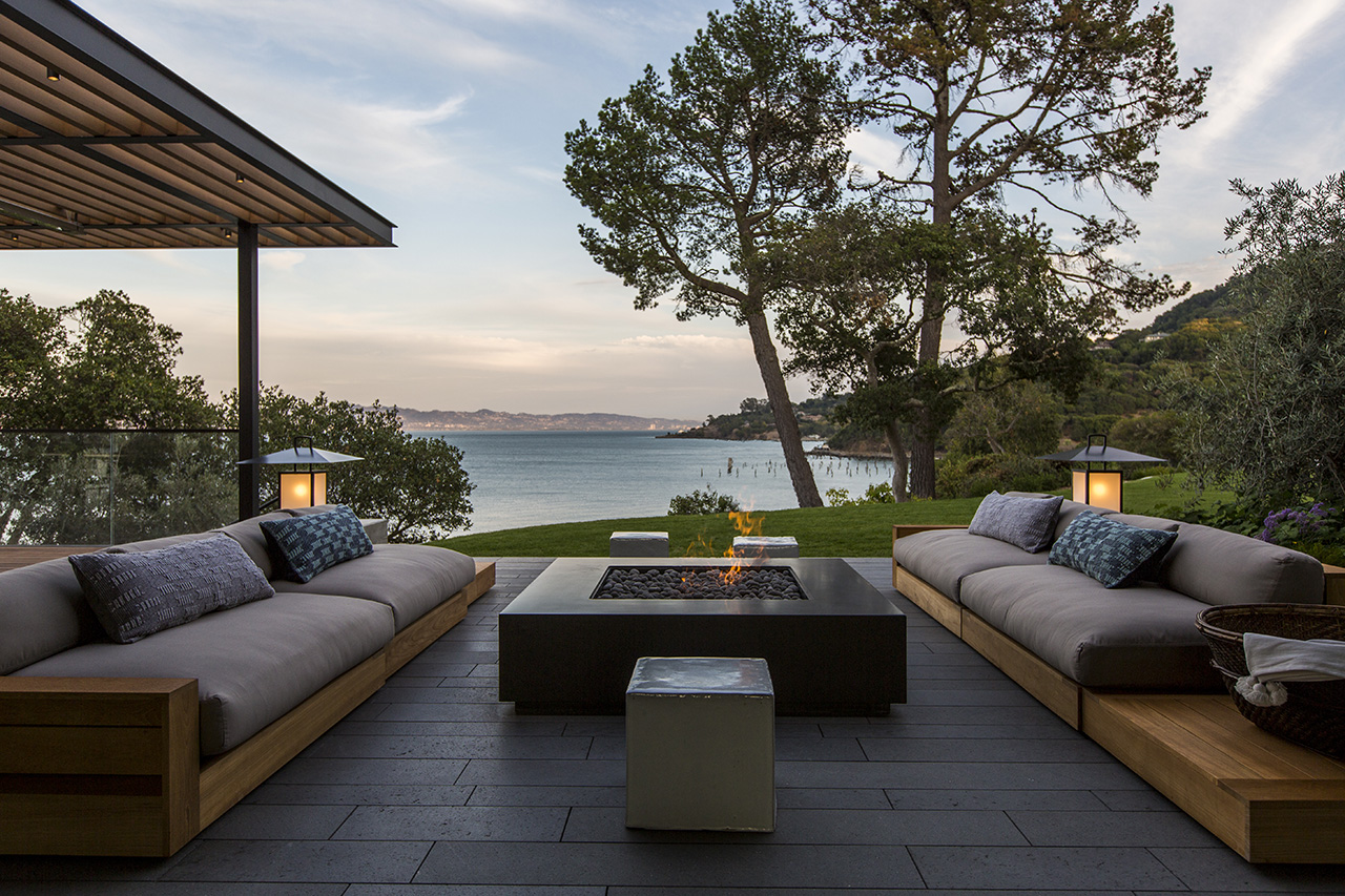 The outdoor patio overlooking the beautiful bay view.