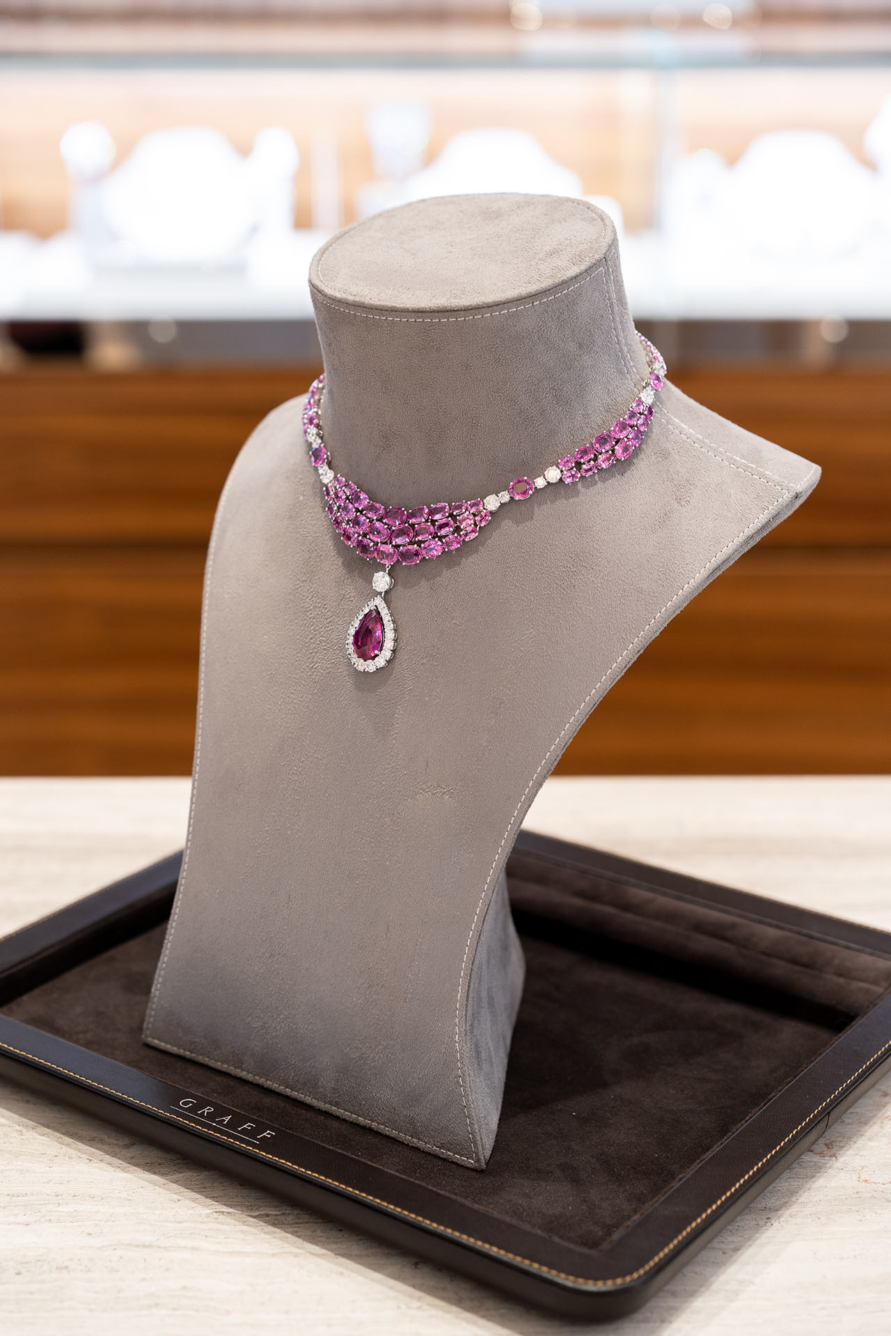 An exquisite design made of rare pink diamonds with detachable pendant.