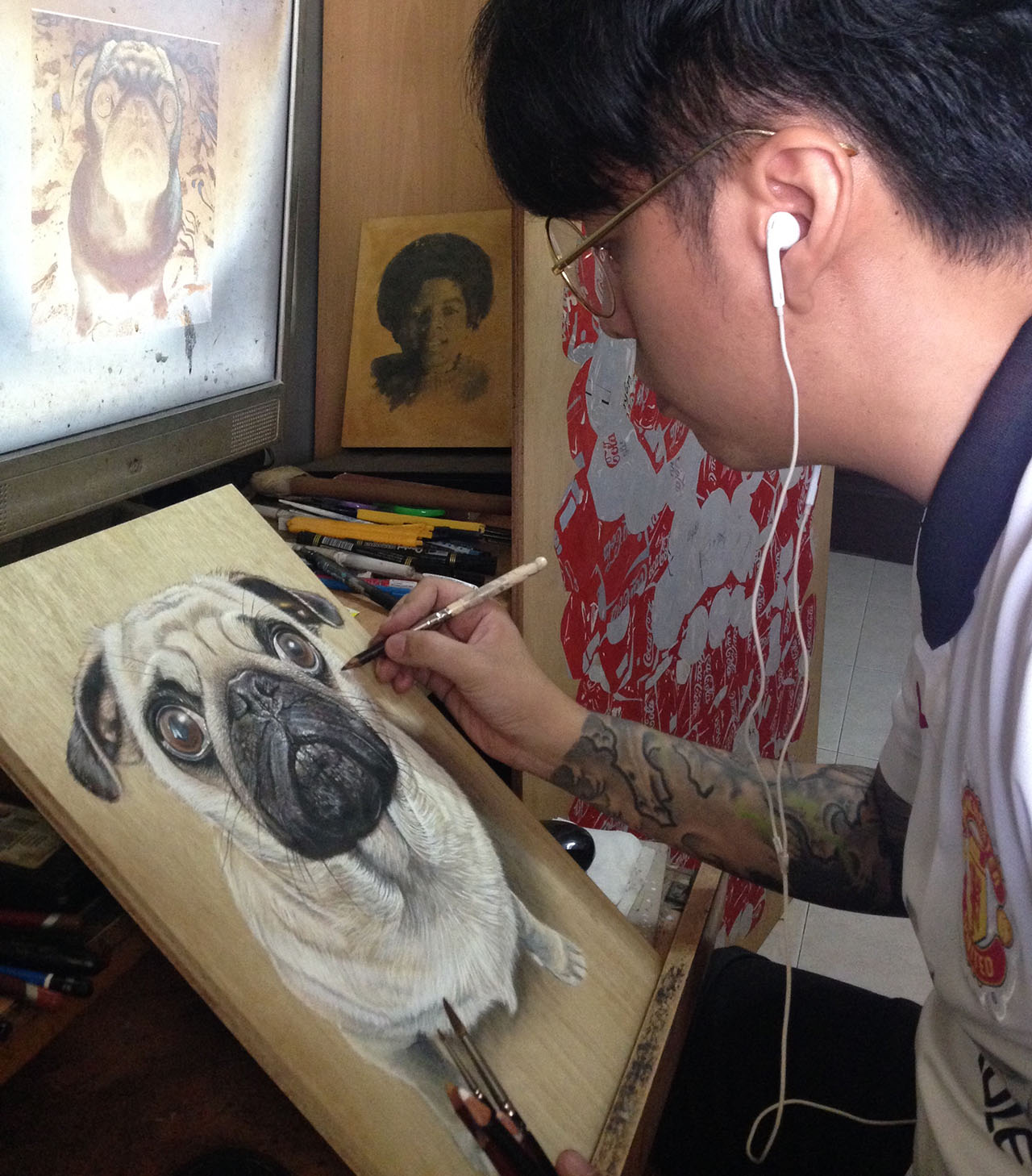 Ivan Hoo working on a pet portrait piece.