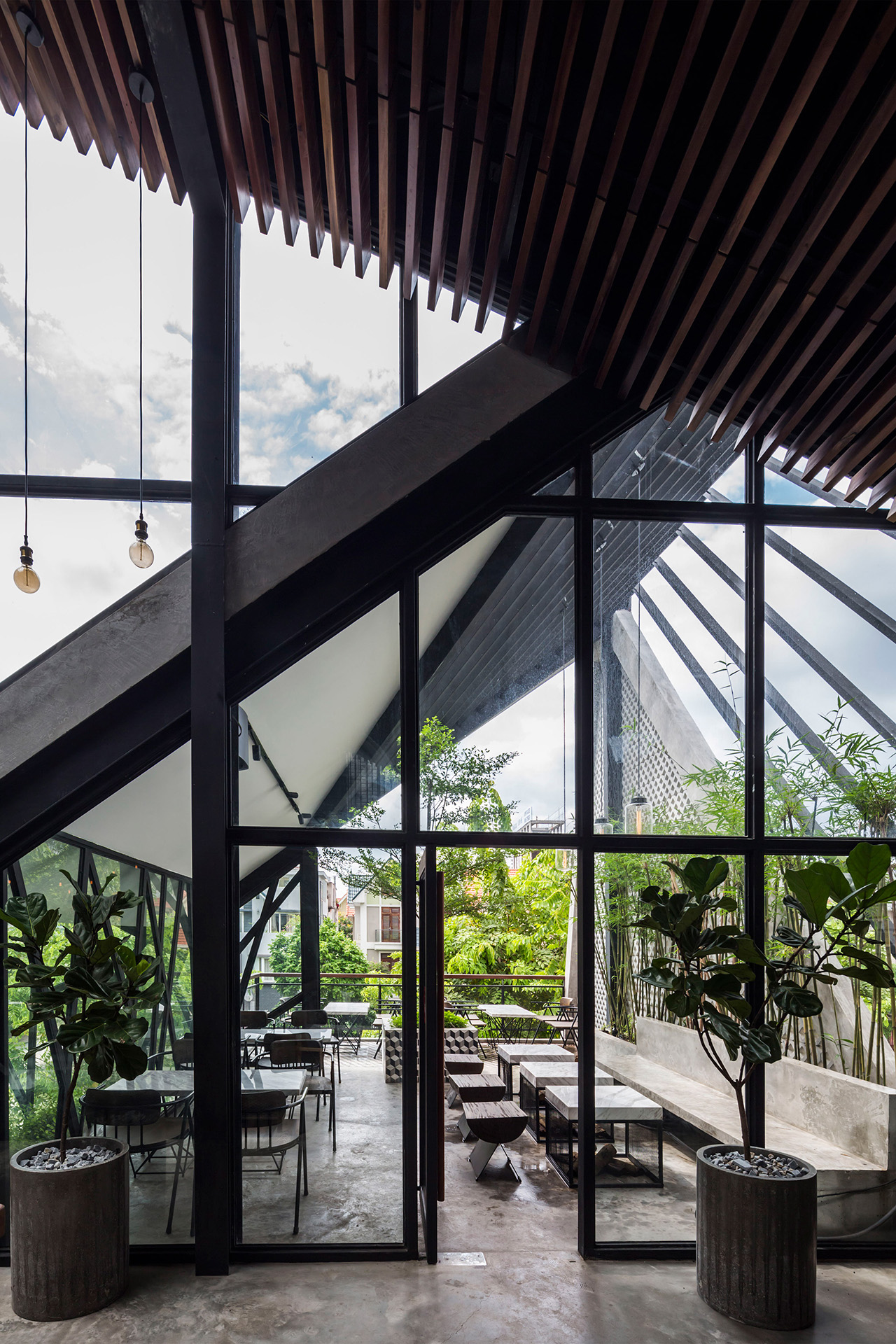 an-garden-cafe-le-house-architecture-public-and-leisure-vietname-hanoi_dezeen_2364_col_22_1280px.jpg