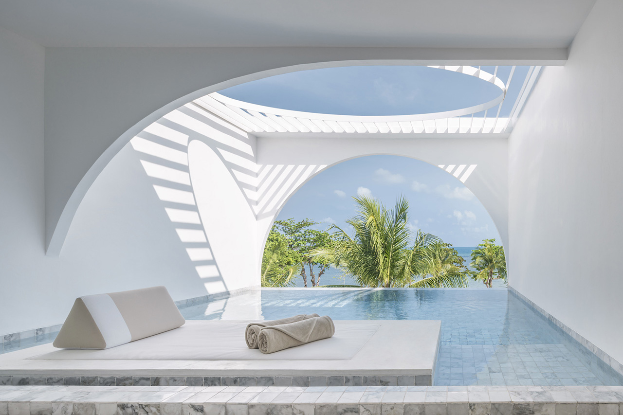 Private pool overlooking the ocean and the central beachfront courtyard.