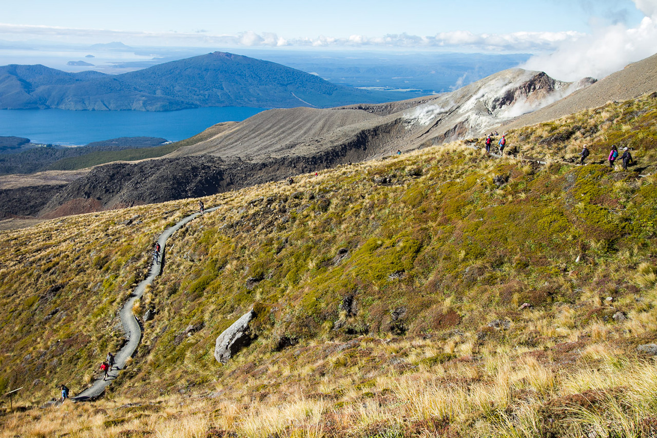 View of the hikers on Tongariro Crossing