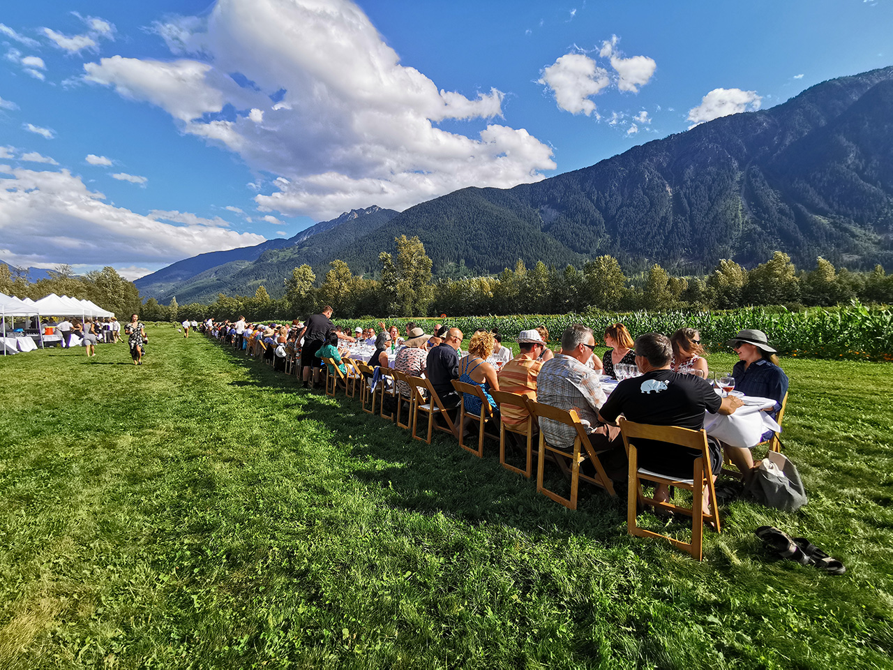 The longtable set up to face the majestic mountain backdrop.
