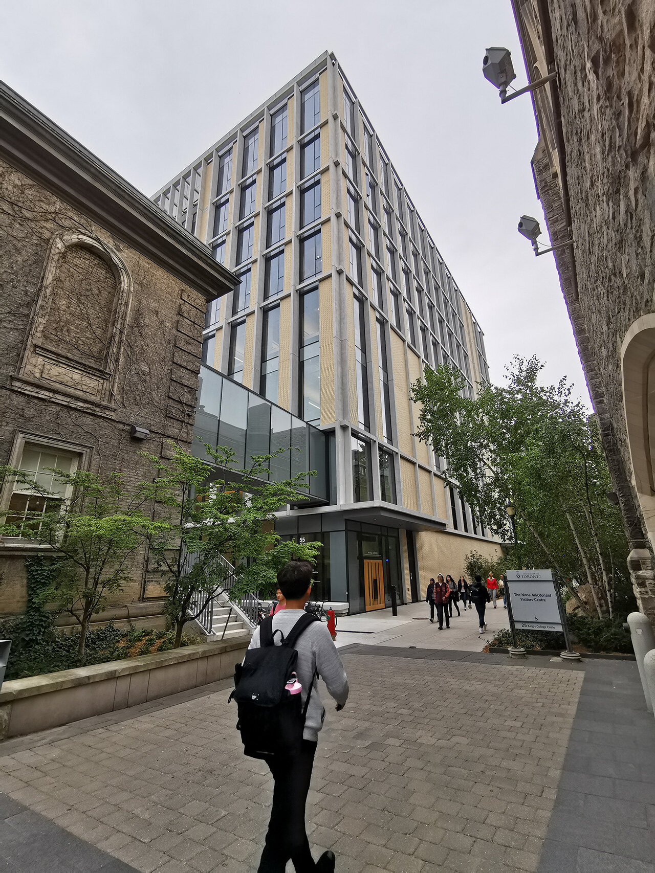 Love how the old meets new with the University of Toronto building design. A glass bridge connects the modern taller building into a brick building.