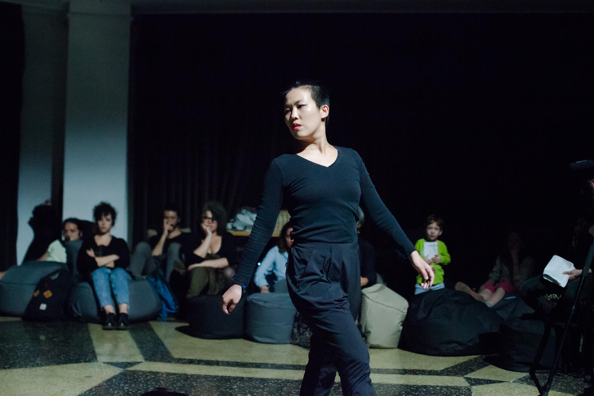 苗栗市女生盧映竹勇闖現代舞壇,獨立創作「φ」獨舞受到好評,今年獲邀到美國藝術駐村2星期,卻為兩千多美元費用發愁不能成行。圖/盧映竹提供