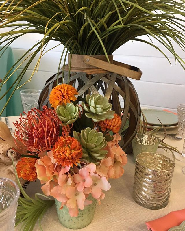 We love the colors in this centerpiece. It's the perfect centerpiece for a spring transitioning to summer wedding.😍 • • #weddingalchemist #weddingalchemisttips #thingscoachessay #coachinglife #coachingtip #coachingtips #weddingtips #weddingtip #womeninbusiness #womenentrepreneurship #iloveyou #bride #groom #weddings #wedding #springwedding #springtime #spring #mayflowers #weddingseason #aprilwedding #springandsummer #centerpiece #weddingcenterpiece #succulents #weddingcolors #weddingdecor #weddingplans #weddingplanning