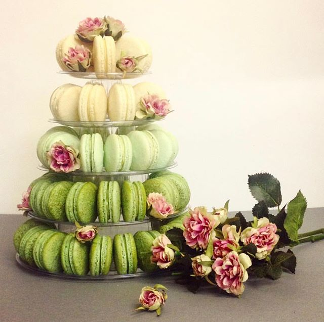 If cake isn't your thing, have a macaroon tower instead! You can get flavors that match your wedding colors and it gives your guests a chance to have more than one.😍 • • • • • • • • • • 📸: @englishrosebakery • • #weddingalchemist #weddingalchemisttips #thingscoachessay #coachinglife #coachingtip #coachingtips #weddingtips #weddingtip #womeninbusiness #womenentrepreneurship #iloveyou #bride #groom #weddings #wedding #springwedding #springtime #spring #mayflowers #weddingseason #aprilwedding #macaroons #desserttable #weddingdessert #macaroontower #weddingcolors #weddingplanning #weddingplans #regram #repost