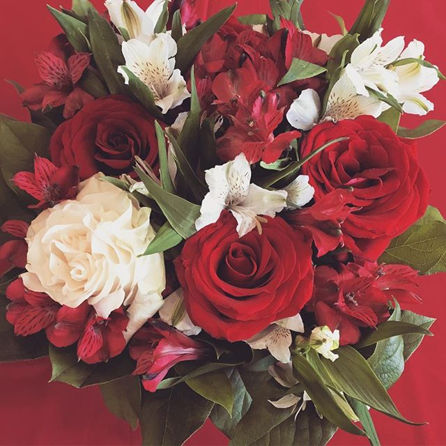 We ❤️ LOVE! Happy Valentine's Day, friends! #floraldesign #tuscaloosaflorist #alabamaweddings #love #weddings #flowers #valentinesday
