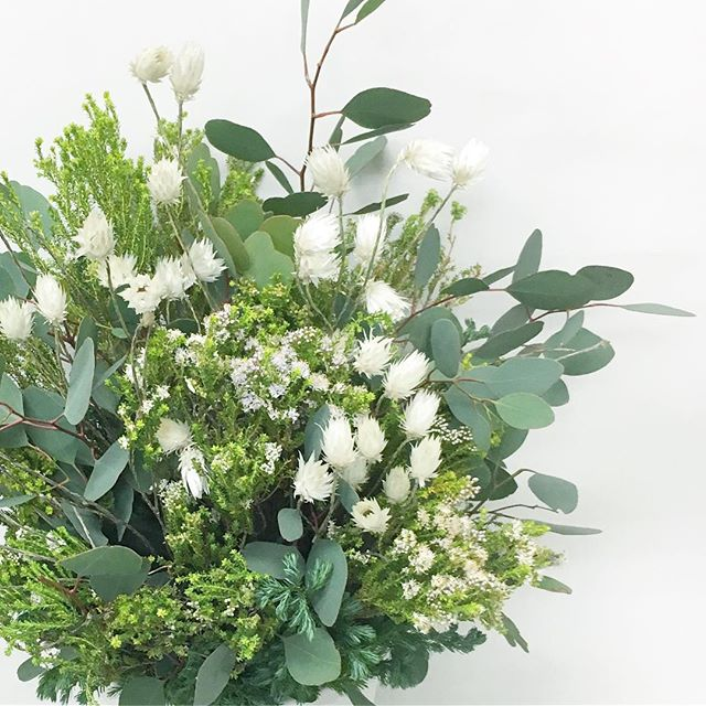 【 gift arrangement 】  白グリーン × ネイティブフラワー  #白グリーン #ネイティブフラワー #nativeflower #エバーラスティング #南アフリカの花 #fynbosflower #cabbegeflowerstyling