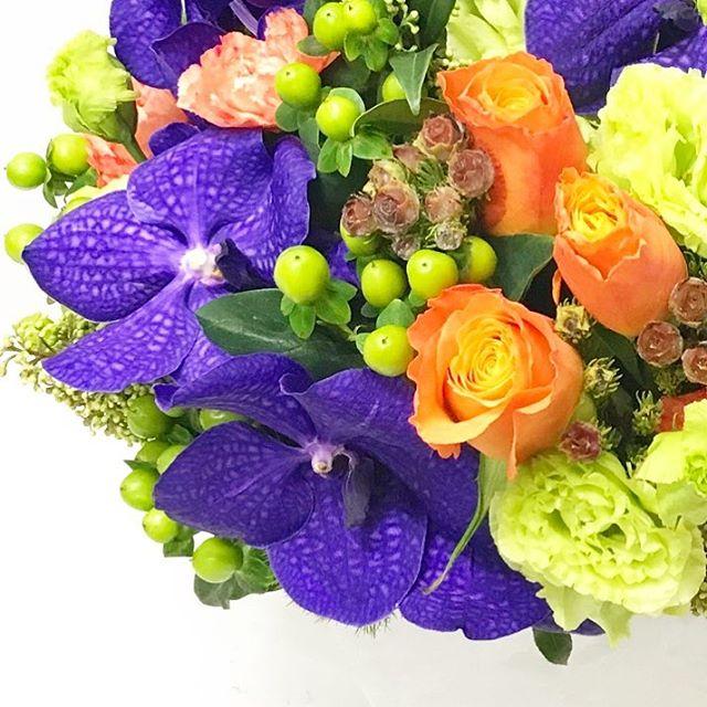 【 gift arrangement 】  fruit 🥝🍊& vegetable 🍆🥒 color  ピザ屋さんへのオープンギフト。 北九州へ発送させて頂きました。  #giftarrangement #アレンジメント #オーダーメイドフラワー #cabbegeflowerstyling