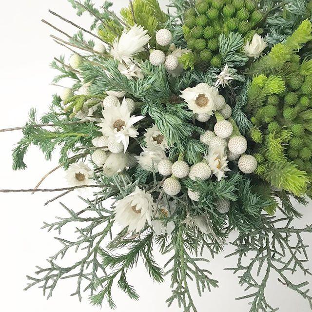 【 gift arrangement 】  white & green / nativeflower   横尾香央留 さま宛   #giftarrangement #ギフトアレンジ #横尾香央留 #fynbosflowers #南アフリカの花 #cabbegeflowerstyling