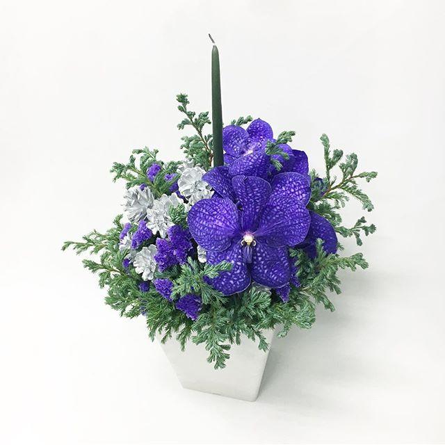 【 gift arrangement 】  simple christmas / purple × silver   #giftarrangement #ギフトアレンジ #vandaorchid #キャンドルアレンジ#cabbegeflowerstyling