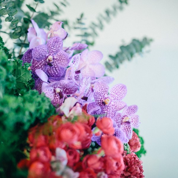 【 年末年始のお休み 】  2018/12/31(月)〜 2019/1/3(木) 4日間 お休みをいただきます。  2018年もみなさまのおかげで 日々お花と向き合えたことにスタッフ一同 感謝いたします。  2019年も裏方としてブランディングの お役に立てるよう精進してまいります。  よいお年をお迎えくださいませ。  photo : @tonamishuhei   #フラワーブランディング #flowerbranding #キャベッジフラワースタイリング #cabbegeflowerstyling