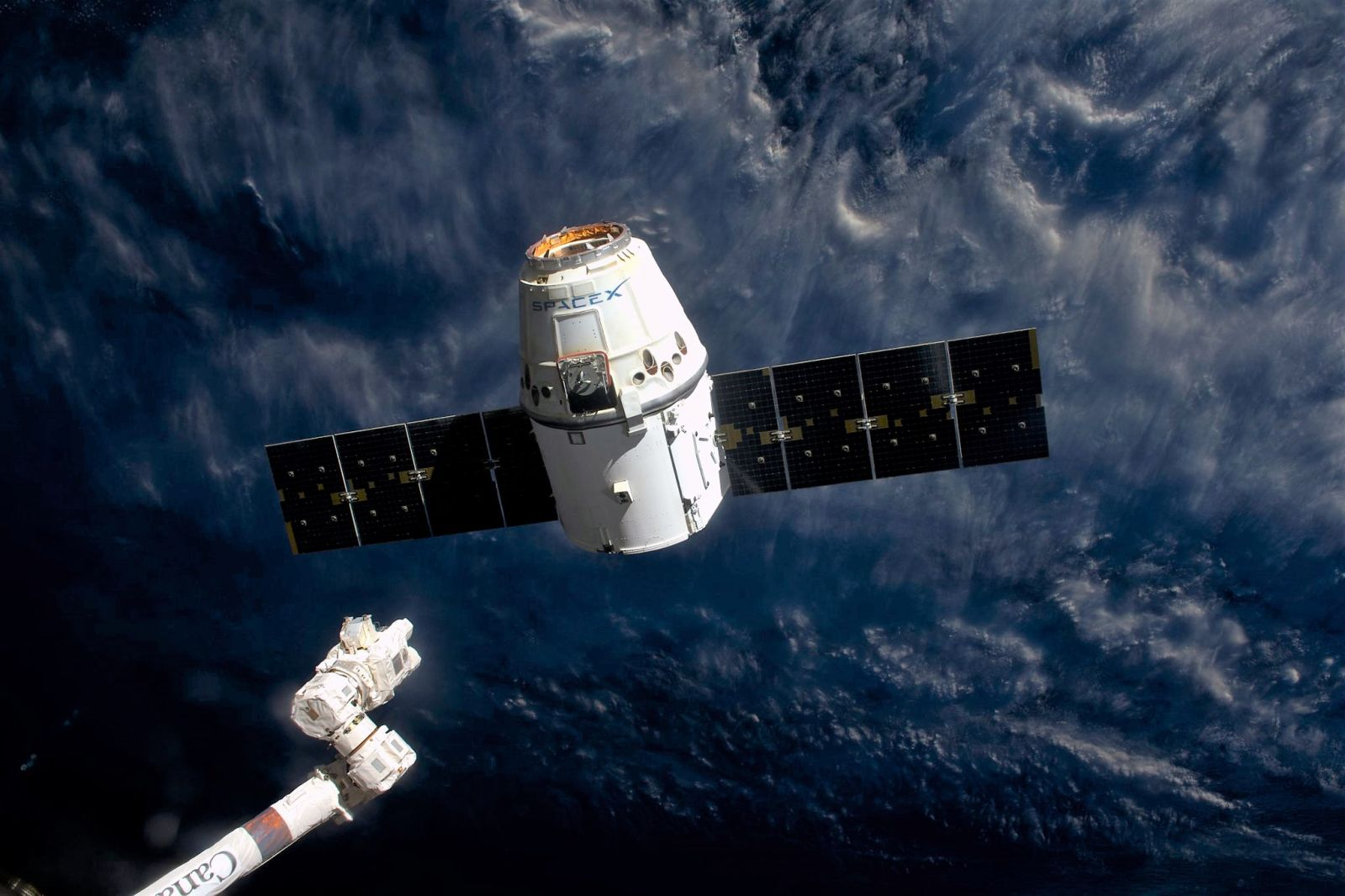 Canadarm2  releases the CRS-10 Dragon capsule. Photo Credit: Thomas Pesquet / NASA