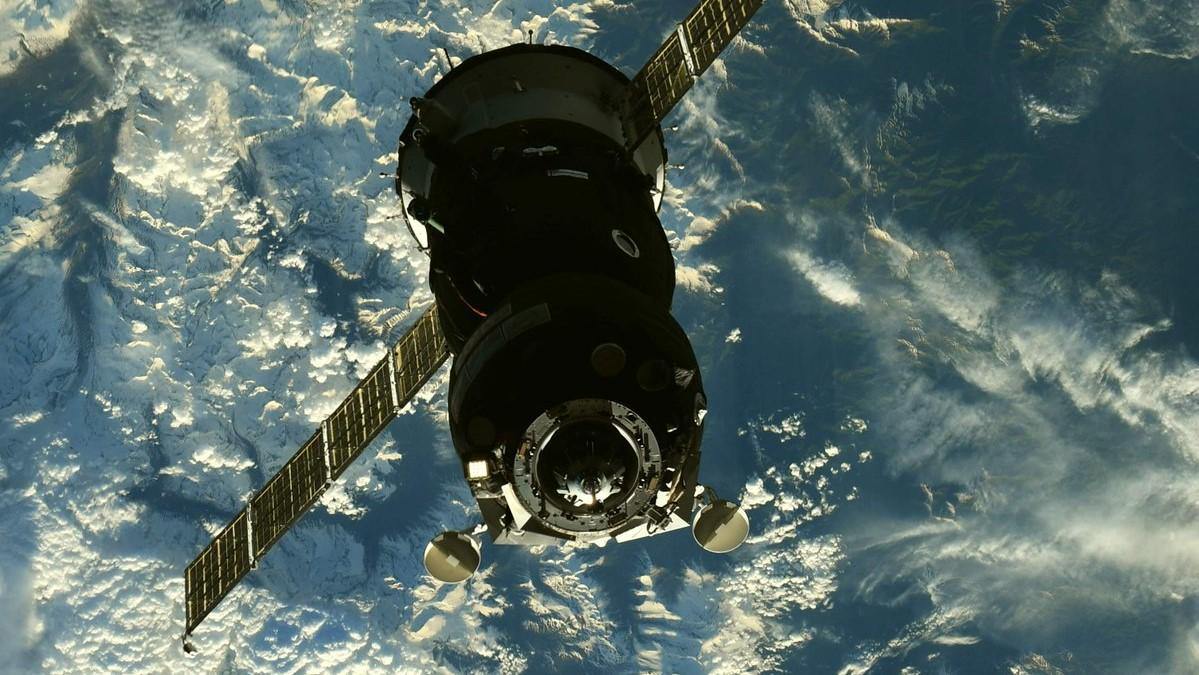 Soyuz MS-09 on final approach to docking. Credit: Ricky Arnold / NASA