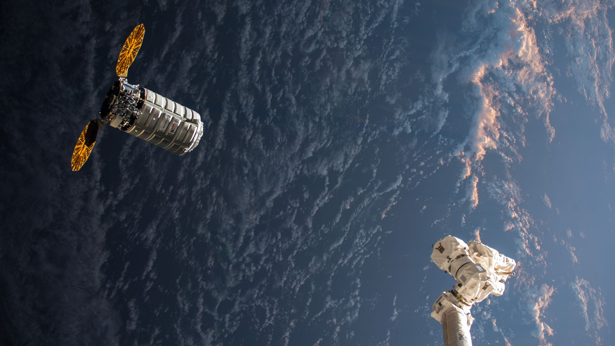 The OA-8 Cygnus approaches the ISS. Credit: NASA