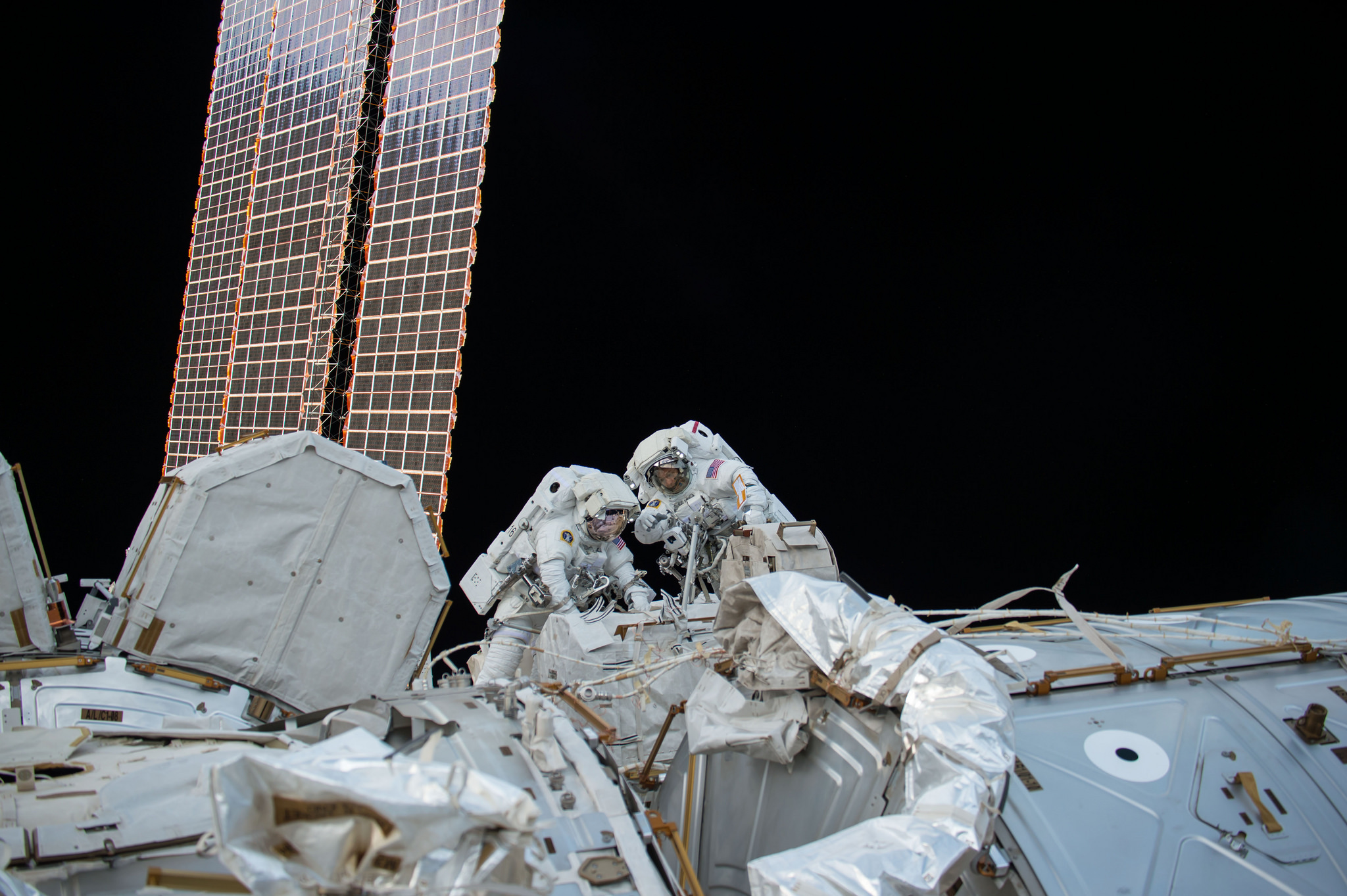 Mark Vande Hei and Randy Bresnik work outside the ISS to replace LEE-A. Credit: NASA