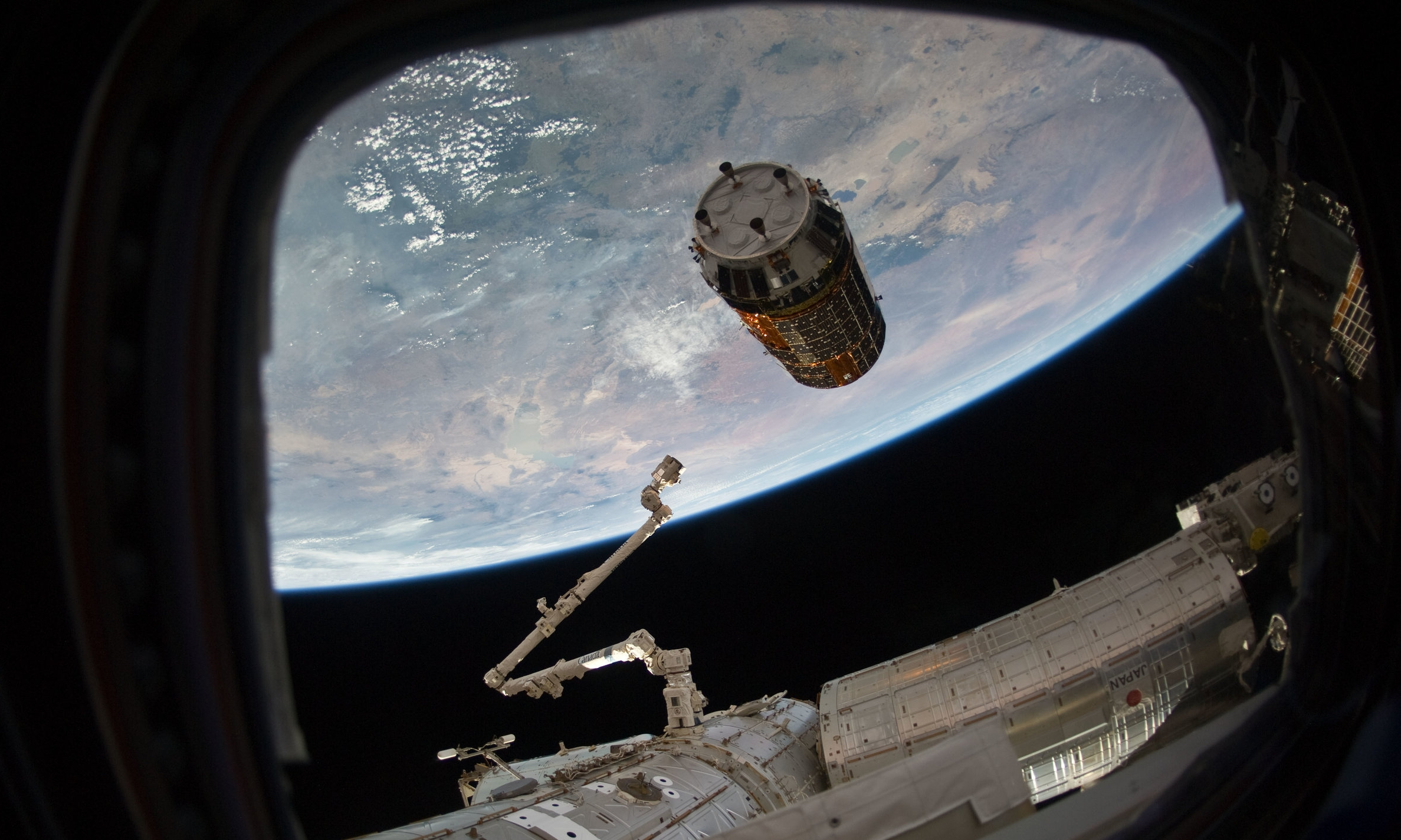 A Kounotori spacecraft reaches the 10-meter hold point to await capture by the robotic Canadarm2. Credit: NASA