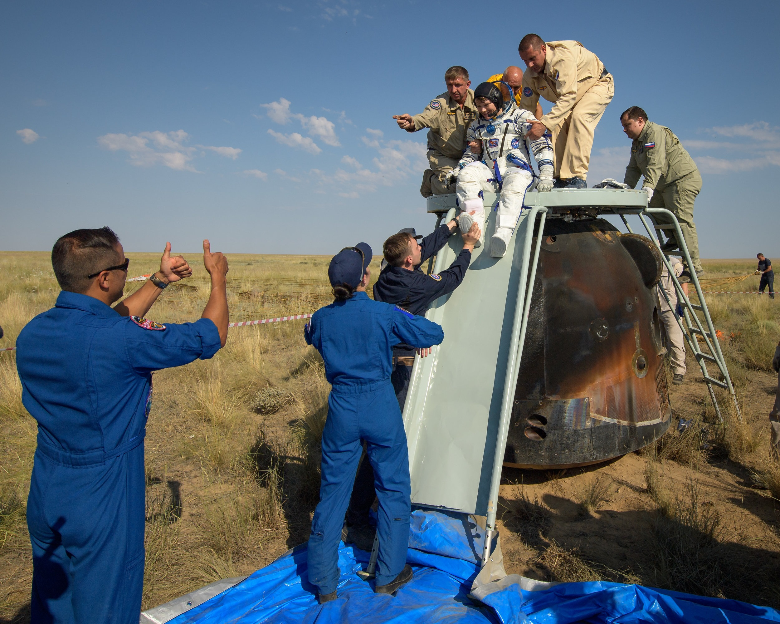 After Oleg Kononenko was extracted from the capsule, Anne McClain was removed. This would be followed by David Saint-Jacques. Credit: Bill Ingalls / NASA